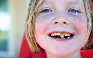 Как выдернуть молочный зуб ребенку