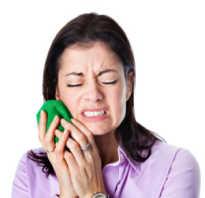Почему болит зуб с временной пломбой